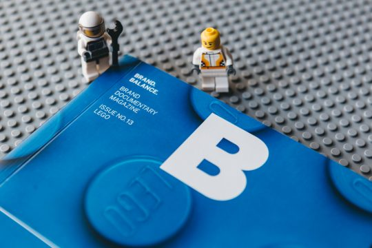 Magazine B – Lego